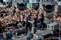 Exodus plays the sail away party on Motorheads Motorboat