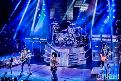 Kiss performs on The Kiss Kruise